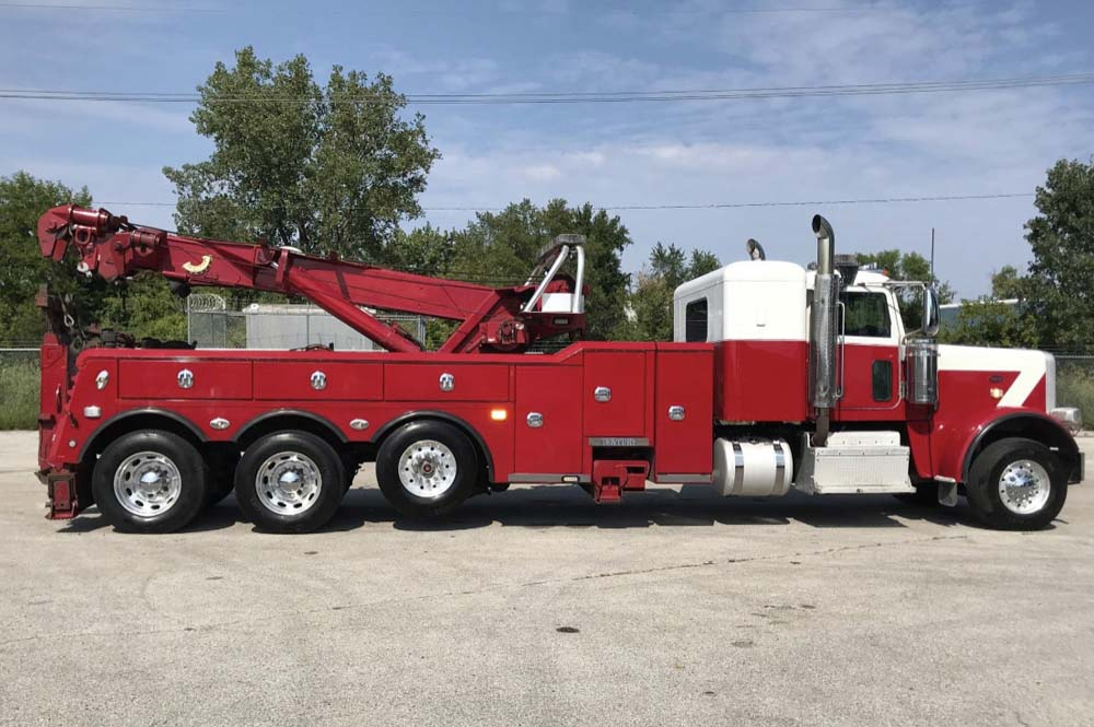 2012 PETERBILT Truck with Century 1140 40 Ton Rotator